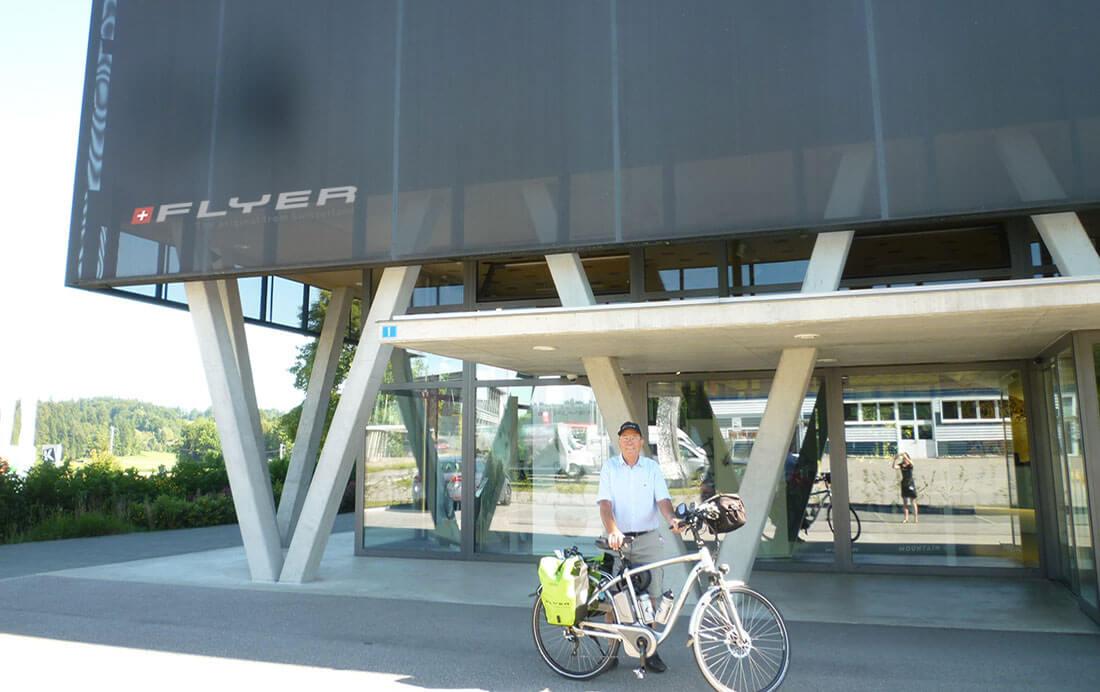 Flyer fietsen redactioneel hoofdfoto